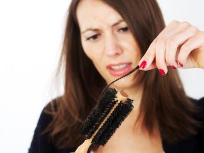 Como reforzar los cabellos de la caída por las vitaminas