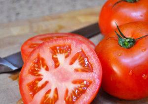 beneficios y propiedades del tomate para el cabello