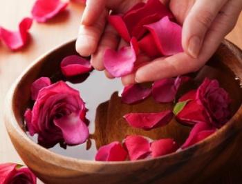 como-hacer-agua-de-rosas